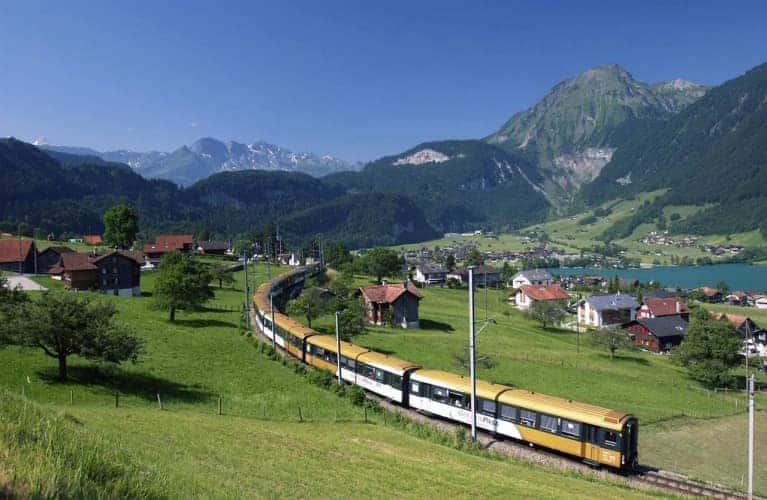 golden_pass_train_crossing_valley.adaptive.767.0